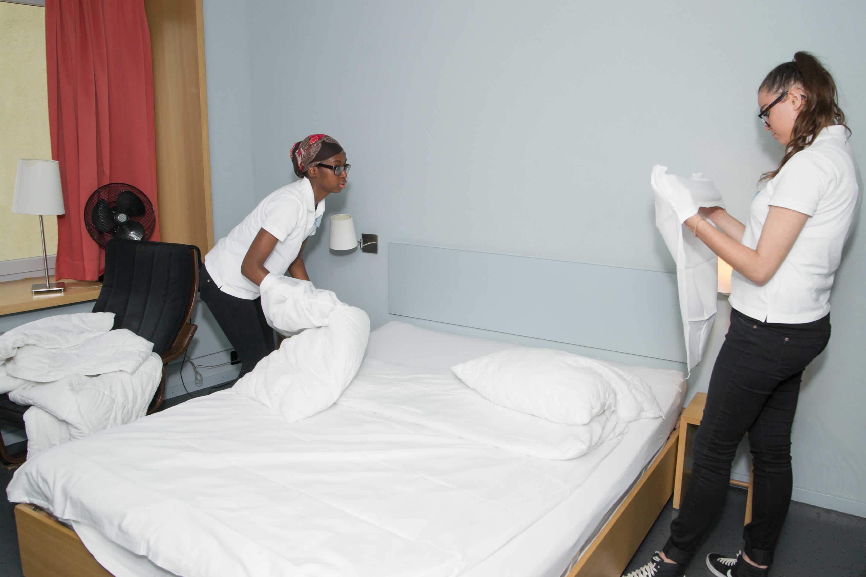 Impulsis-Teilnehmende in der praktischen Ausbildung im hotel marta